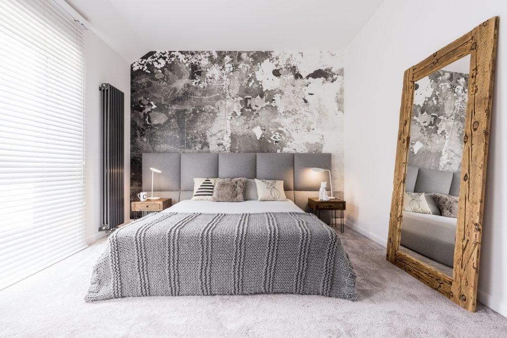 Laat jouw kleine woonruimte groter lijken met spiegels.