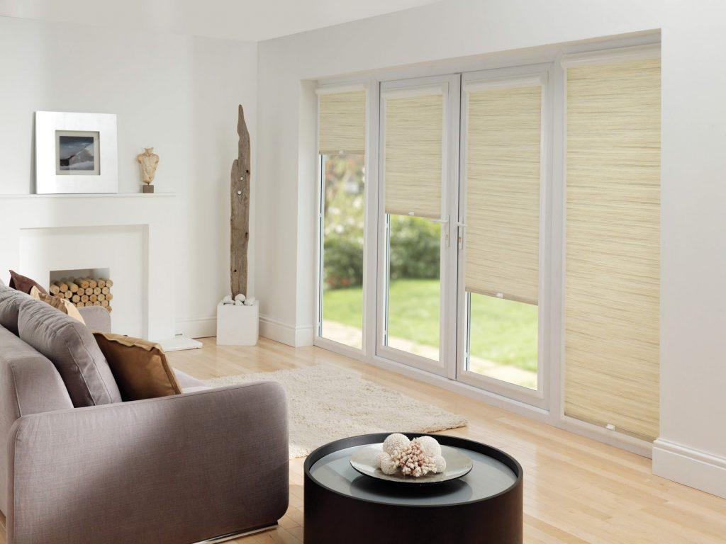 Denk eens aan duurzame raamdecoratie. Ze behoren tot de woontrends van 2019