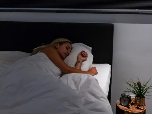 Is slapen in het donker gezonder?