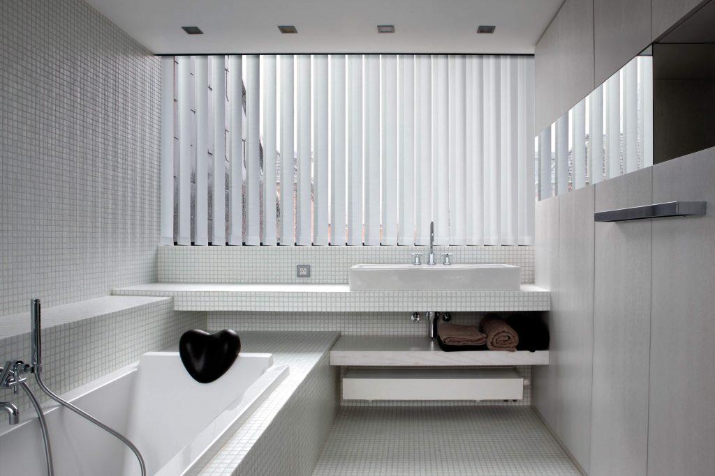 Verticale lamellen badkamer