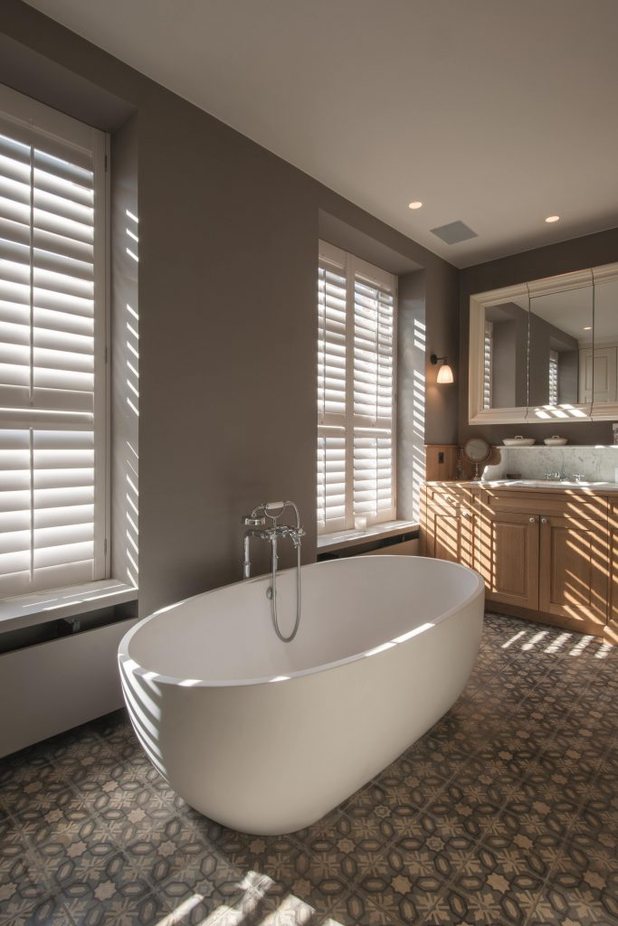 Shutters raamdecoratie badkamer